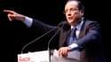 """François Hollande a réitéré mardi ses attaques contre le """"monde de la finance"""" dont la démocratie doit selon lui triompher, reprenant ce qui est devenu son principal slogan de campagne. /Photo prise le 24 janvier 2012/REUTERS/Philippe Laurenson"""