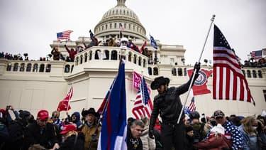 La foule devant le Capitole à Washington ce mercredi après-midi.