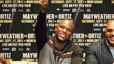 Floyd Mayweather Jr, ici avant son combat contre Ortiz, a gagné 85 millions de dollars.