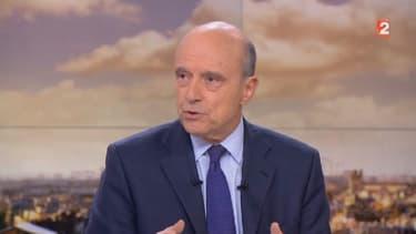 Alain Juppé estime que la déchéance de nationalité aux binationaux nés Français ne nécessite pas de réforme constitutionnelle.