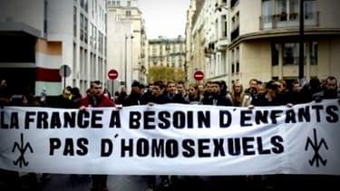 """""""Effaré"""", """"éreinté"""", """"fatigué"""", les réactions des personnes homosexuelles sont diverses dans ce débat sur le mariage pour tous."""