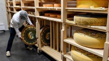 Meules de fromage prêtes à être vendues au MIN de Toulouse, en novembre 2020