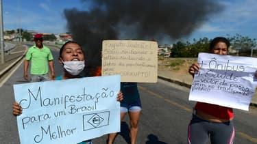 Des manifestants à Belo Horizonte au Brésil