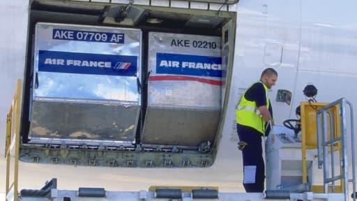 Syndicats et direction d'Air France se contredisent sur les montants provisionnés pour les retraites-chapeaux au sein de la compagnie.