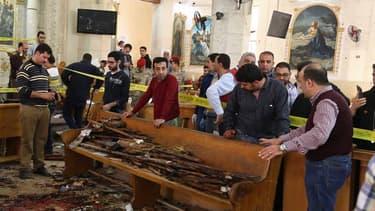 L'intérieur de l'église copte dans la ville de Tanta, après l'attentat qui a fait au moins 22 morts