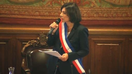 Anne Hidalgo, lors de sa prise de fonction à la mairie de Paris.