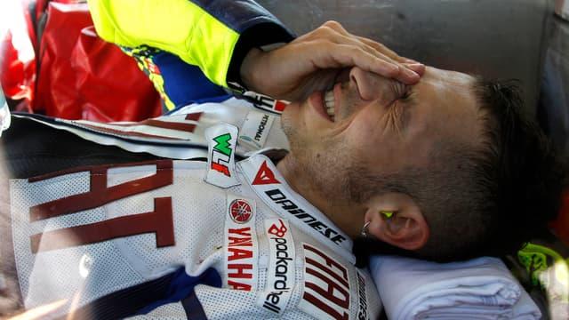Souffrant d'une fracture du tibia droit, Valentino Rossi sera absent des circuits au mois un ou deux mois, voire plus...