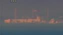 Vue de la centrale de Fukushima-Daiichi. Les techniciens japonais s'efforçaient samedi d'évacuer de l'eau radioactive qui a irradié trois des leurs et retardé les travaux en vue de refroidir les réacteurs de la centrale nucléaire accidentée. /Image TV du
