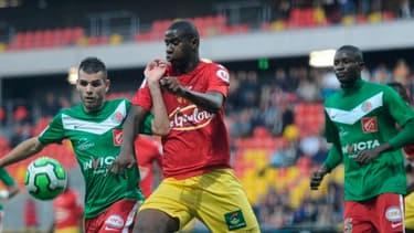 Les clubs de Sedan et du Mans pourraient ne pas pouvoir finir la saison de Ligue 2 à cause de leurs finances.