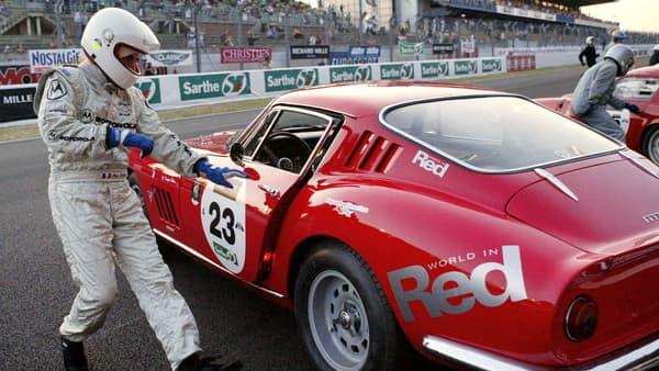 François Fillon, alors ministre de l'Education, prend le départ du Mans Classic en 2004.