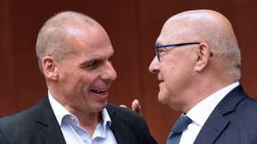Michel Sapin, ministre français des Finances, proposent à son homologue grec, Yanis Varoufakis, de prendre exemple sur le Portugal pour éviter une catastrophe économique.
