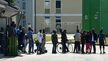 Des demandeurs d'asile au centre de transit bavarois de Manching, le 15 mai 2018 en Allemagne