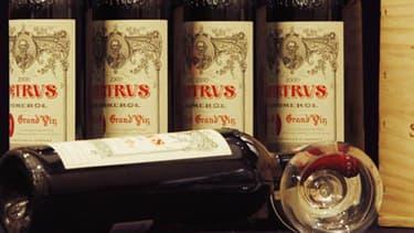 Bouteilles de vin de Château Pétrus.