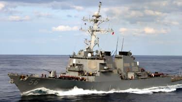 Le destroyer antimissile américain USS McCain en janvier 2003.