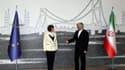 Catherine Ashton, la porte-parole de la diplomatie européenne qui coordonne les six puissances impliquées dans la recherche d'une solution à la crise du nucléaire iranien, en compagnie de Saeed Jalili, le chef des négociateurs iraniens. Après une interrup