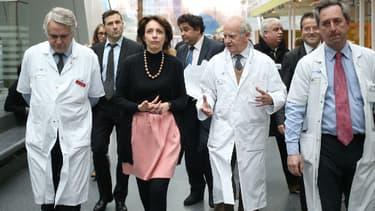 Les professeurs Carpentier, Fabiani et Latrémouille, de l'hôpital George-Pompidou, avec la ministre Marisol Touraine, le 21 décembre dernier.