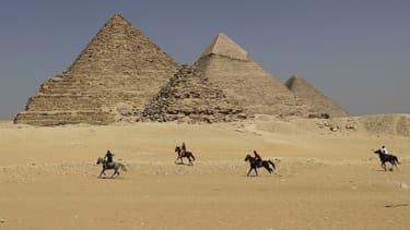 """""""L'enquête a mené à la conclusion que le chamelier des pyramides (...) est impliqué pour avoir aidé les Danois à s'introduire sur le site."""""""