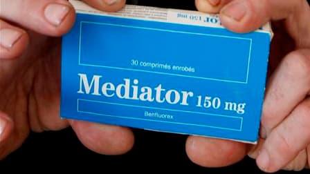 Servier a confirmé jeudi que son principal assureur, Axa, refusait de couvrir les risques liés au Mediator, dernier signe en date de l'isolement grandissant du laboratoire en France. /Photo d'archives/REUTERS
