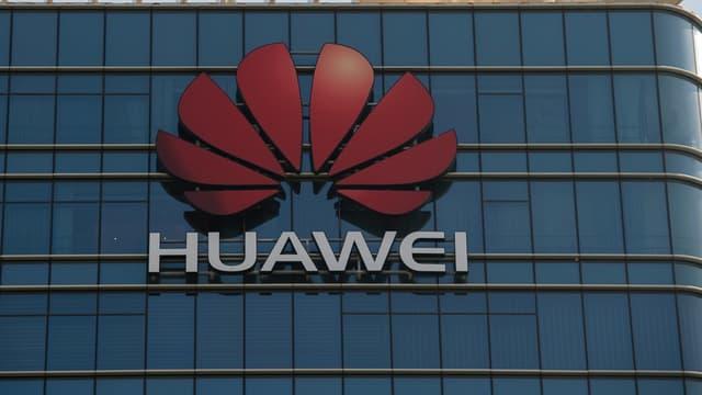 Les smartphones Android de Huawei pourraient perdre l'accès aux services de Google : Android et Google Play pour les applications mobiles à télécharger.