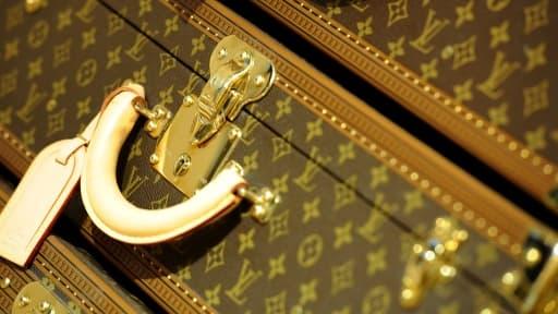 Le monogramme, dévoyé par la contrefaçon, redevient-il un symbole de l'ultra-luxe?