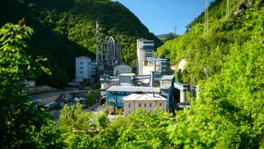 L'usine de Lafarge implantée dans une gorge du centre de la Slovénie, près de la ville de Trbovlje, est arrêtée depuis 2015.