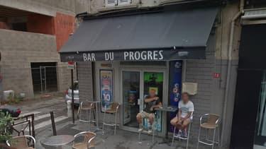 Le bar Le Progrès à Avignon