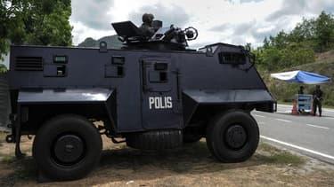 La police renforce ses contrôles à la frontière entre la Malaisie et la Thaïlande, après la découverte de 139 fosses.
