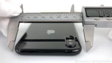 Steve Hemmerstoffer donne même les mesures précises de l'iPhone 8.