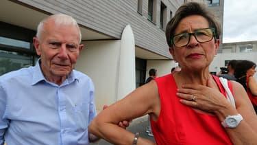Pierre et Viviane Lambert le 15 juillet devant l'hôpital Sébastopol à Reims.