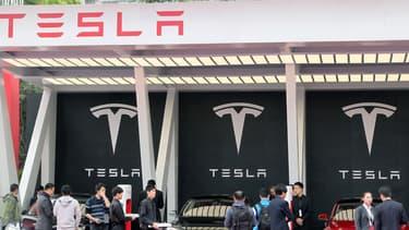 """Berlin veut que Tesla arrête d'utiliser le terme """"pilotage automatique""""."""