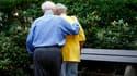 Selon un sondage Ifop pour le journal Dimanche Ouest France, près de six Français sur dix (57%) désapprouvent le relèvement de l'âge légal de la retraite à 62 ans, clef de voûte de la réforme défendue par le gouvernement. /Photo d'archives/REUTERS/Christi
