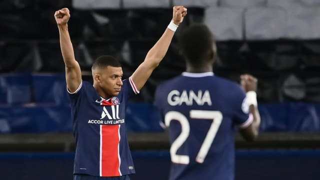 La joie de l'attaquant du Paris Saint-Germain, Kylian Mbappé, après la qualification pour les demi-finales de la Ligue des Champions, malgré la défaite 1-0 face au Bayern Munich, le 13 avril 2021 au Parc des Princes