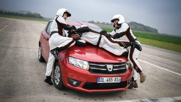 Quand Vincent Lagaf et Vincent Moscato font sa fête à Franck Leboeuf, c'est la Dacia Sandero qui trinque.
