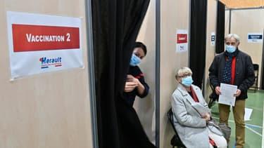Un centre temporaire de vaccination contre le Covid-19 pour les plus de 75 ans, le 18 janvier 2021 à Vailhauques, près de Montpellier