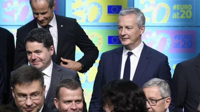 Le ministre de l'Économie Bruno Le Maire et ses homologues européens célèbrent les 20 ans de l'euro, lors d'une réunion de l'Eurogroupe à Bruxelles lundi 3 décembre.