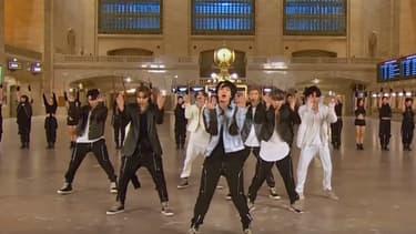 Les groupe BTS dans la gare de Grand Central