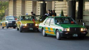 Le taxi plutôt que le permis. Les personnes âgées ont désormais des réductions sur les transports en commun s'ils rendent leur permis et ne conduisent plus.