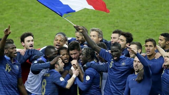 Les Bleus savourent leur victoire, à l'issue du match contre l'Ukraine.