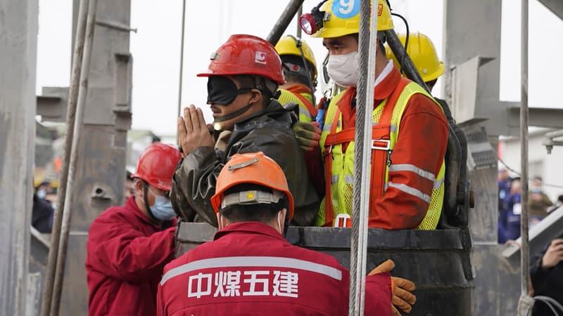 Chine: onze mineurs, bloqués sous terre depuis le 10 janvier, ont été secourus