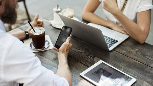 L'employeur a reproché au cadre l'envoi répété de SMS pornographiques avec son téléphone professionnel.
