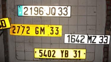 Les habitants des communes nouvelles doivent changer les carte grise et plaques d'immatriculation de leurs véhicules.