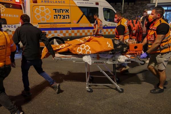Un manifestant palestinien blessé à Jérusalem dans la nuit du 22 au 23 avril 2021