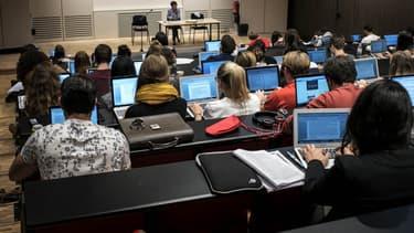 Les frais de scolarité ou de logement sont souvent très coûteux pour les étudiants à l'étranger.
