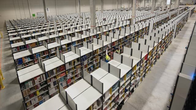 Un entrepôt Amazon.