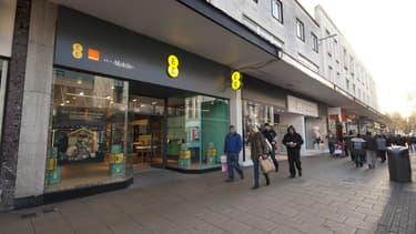 BT Group a bouclé le rachat de l'opérateur mobile britannique EE auprès d'Orange et de Deutsche Telekom, une opération à 12,5 milliards de livres qui signe son grand retour dans la téléphonie mobile.