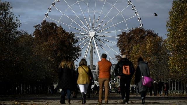 La mairie de Paris va réfléchir à un autre emplacement pour une roue touristique.