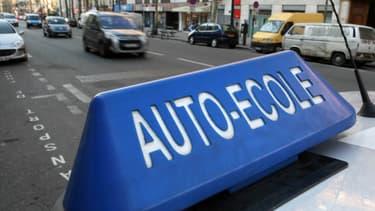Se servir d'un GPS, d'une caméra de recul ou des aides au stationnement, autant de nouvelles compétences que devraient avoir à acquérir les candidats au permis de conduire en Wallonie.