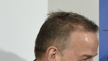 Frauke Petry, leader de l'AfD, embrasse son représentant de Mecklenburg-Vorpommern, après son score de 21% à la régionale de dimanche.