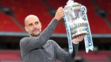 Pep Guardiola, maître à penser du jeu de possession, soulève la FA Cup avec Manchester City en mai 2019