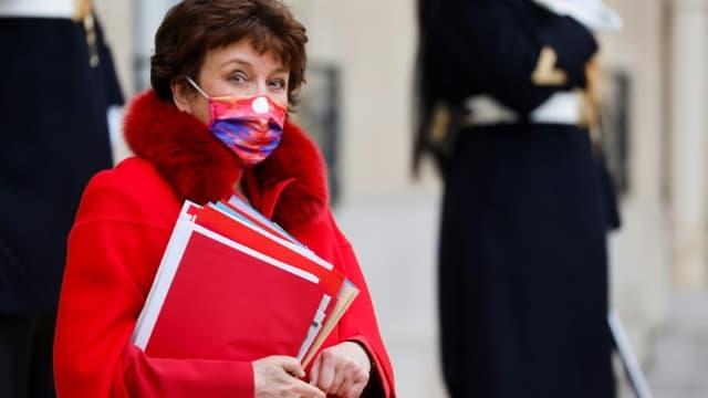 La ministre de la Culture Roselyne Bachelot sur le perron de l'Elysée, le 6 janvier 2021 à Paris